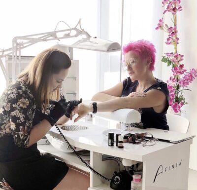 https://paulinapastuszak.pl/szkolenie/jak-zalozyc-salon-kosmetyczny-i-wyroznic-sie-na-rynku/